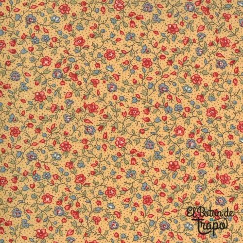Tela Jardin de Fleurs de French General de color ocre estampada con flores enredadas rojas y azules